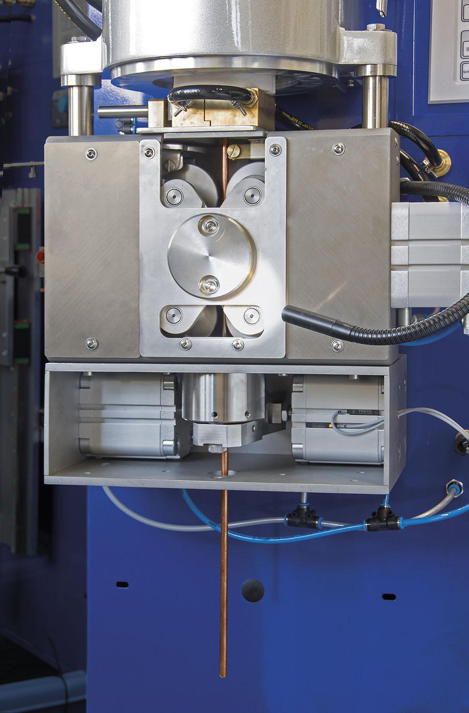 CC 400 with hydraulic cutter